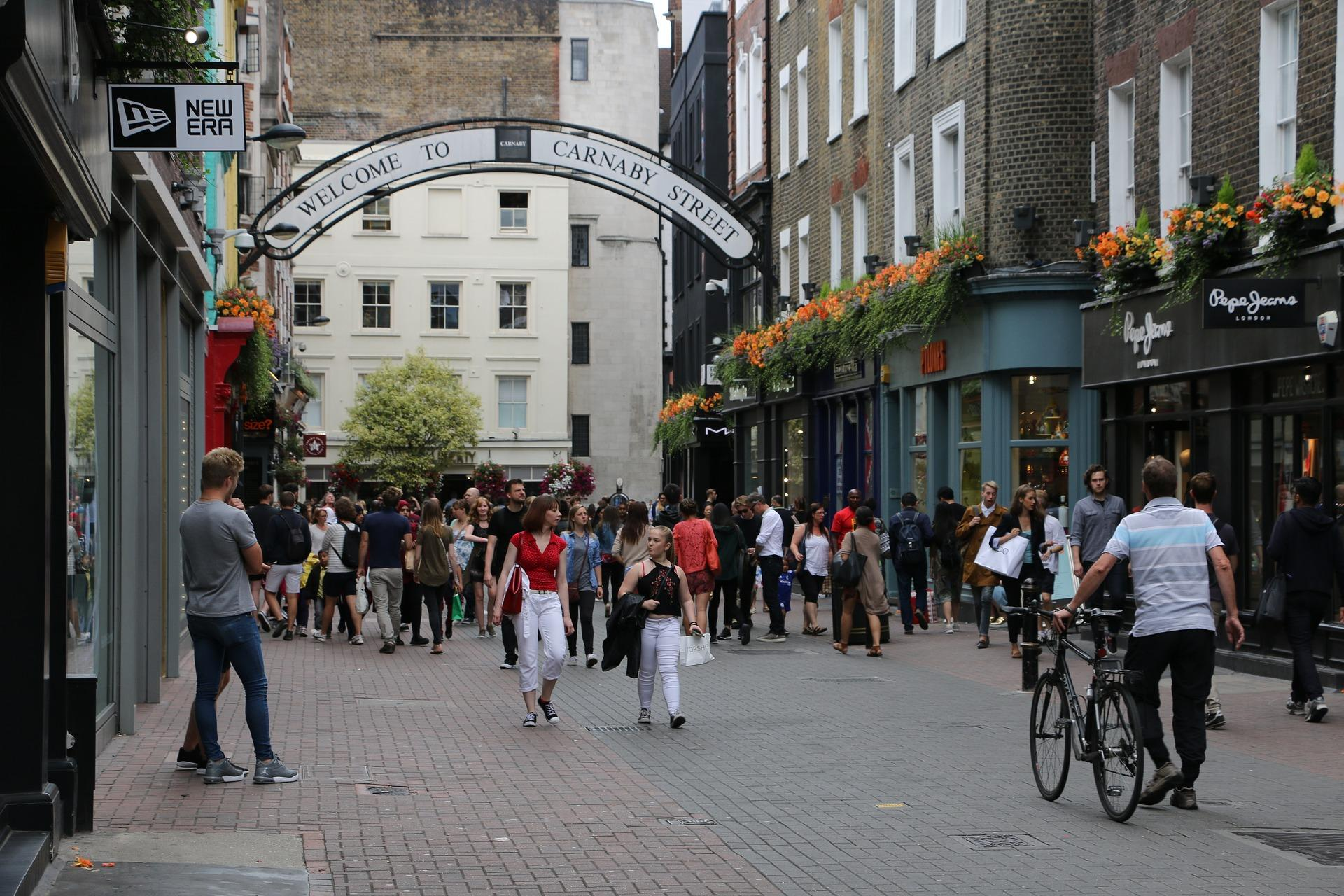 Carrer Carnaby. Compres