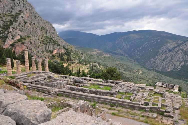 Храм Аполлона в Дельфах (Temple of Apollo at Delphi)
